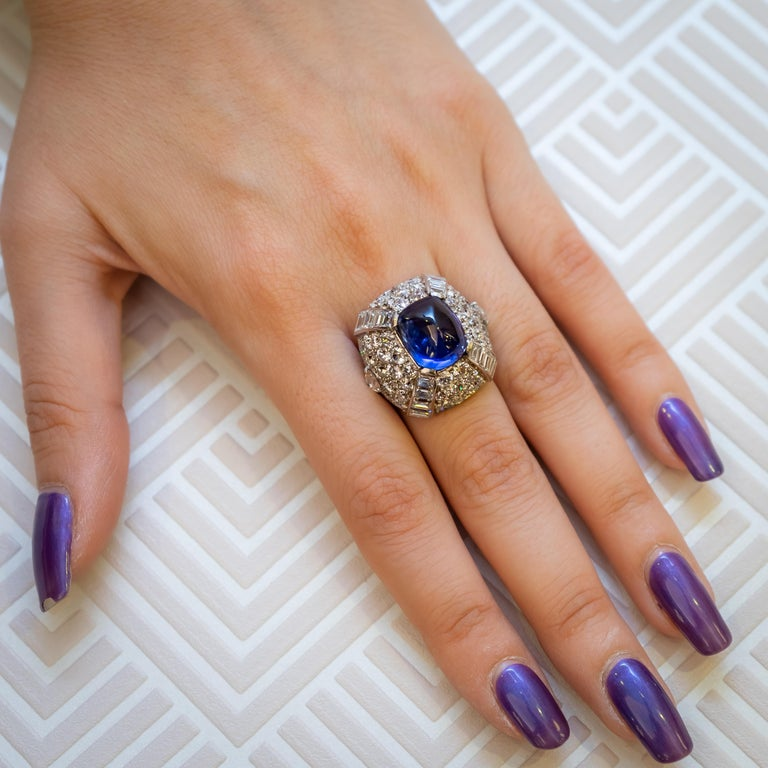 9.10 Carat Sapphire Diamond Gold Bombé Ring In Good Condition For Sale In London, GB