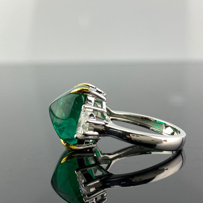 Modern Certified 9.15 Carat Sugarloaf Emerald and Diamond Three-Stone Engagement Ring For Sale