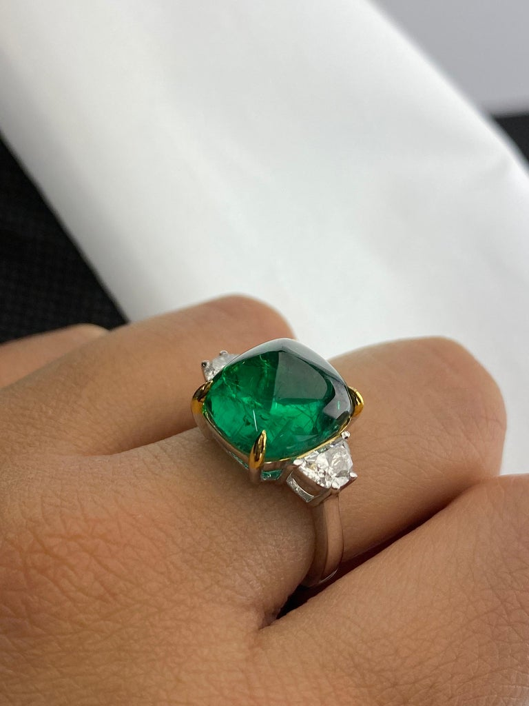 Certified 9.15 Carat Sugarloaf Emerald and Diamond Three-Stone Engagement Ring In New Condition For Sale In Bangkok, Thailand