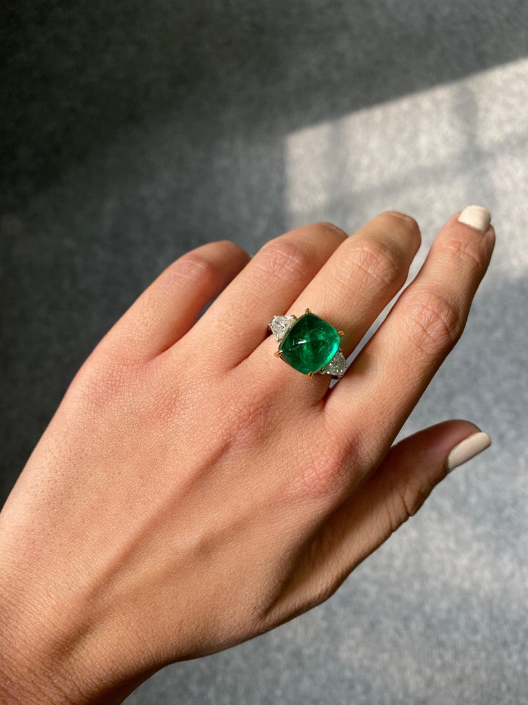 Certified 9.15 Carat Sugarloaf Emerald and Diamond Three-Stone Engagement Ring For Sale 1