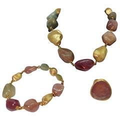 920 Carat Rough Natural Sapphires and 18 kt Gold Yvel Necklace, Bracelet, Ring