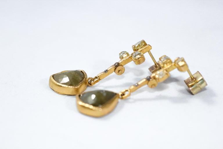 Cushion Cut 9.3 Carat Yellow Diamonds 21-22k Gold Chandelier Drop Earrings Wedding Jewelry For Sale