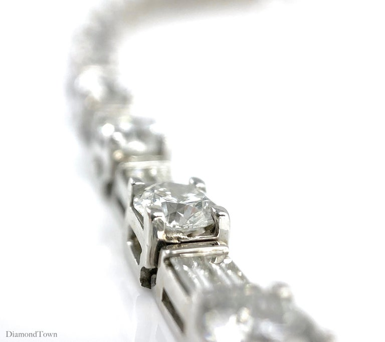 Contemporary 9.51 Carat Round and Baguette Diamond Tennis Bracelet in 18 Karat White Gold For Sale