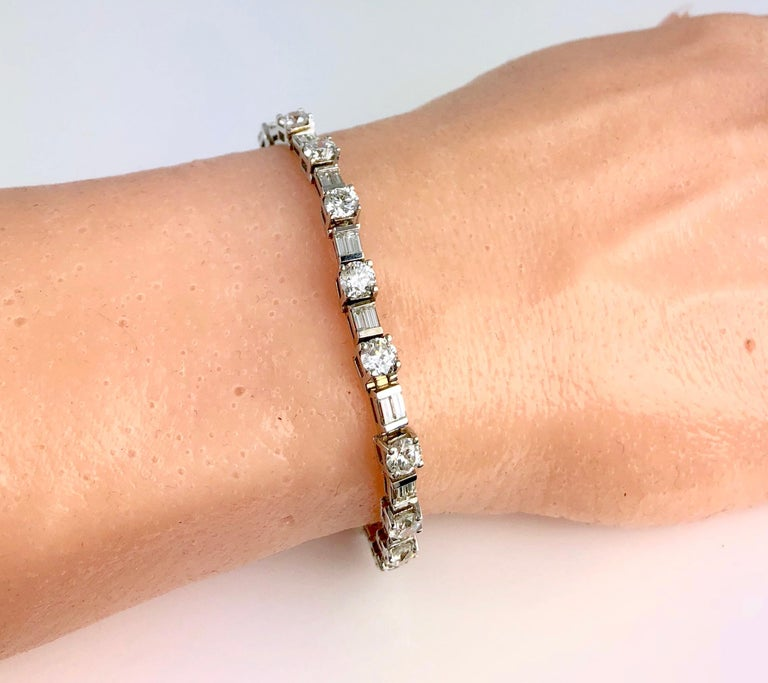 9.51 Carat Round and Baguette Diamond Tennis Bracelet in 18 Karat White Gold In New Condition For Sale In New York, NY