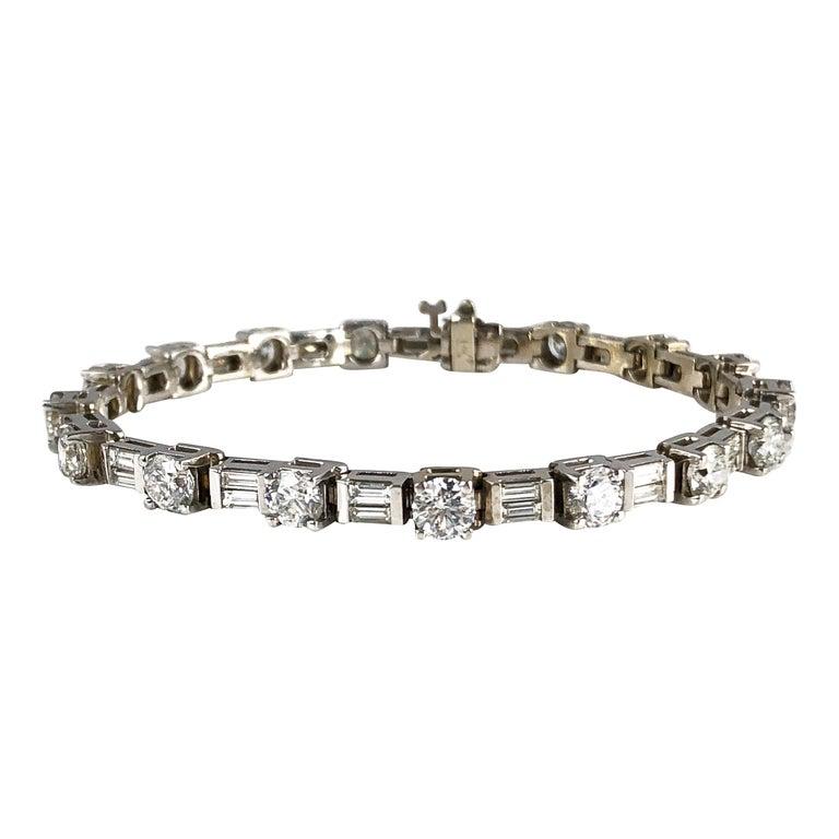 9.51 Carat Round and Baguette Diamond Tennis Bracelet in 18 Karat White Gold For Sale