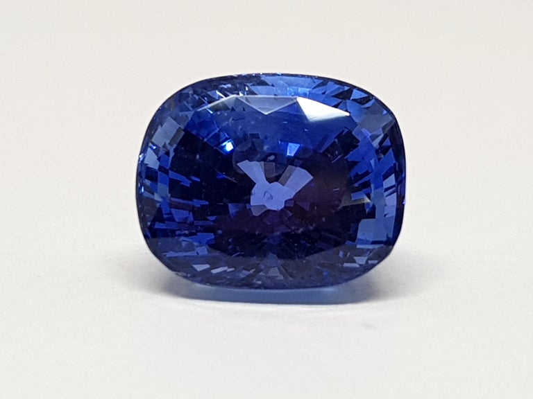 9.71 Carat Sri Lanka Deep Blue Sapphire No Heat In New Condition For Sale In Antwerp, BE