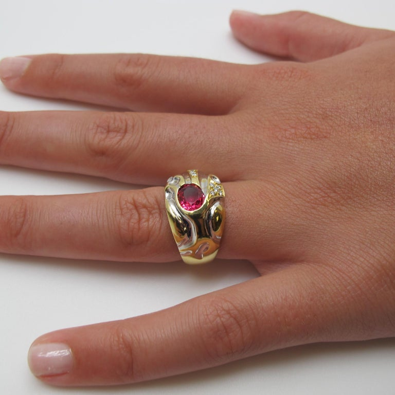 Oval Cut .98 Carat Pink-Red Spinel with .12 Carat Diamonds Gold Ring For Sale