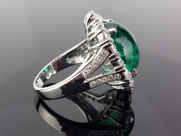A gorgeous Zambian Emerald stone weighing 9.98 carats of an ideal colour and great lustre, completely transparent with very few naturally occuring inclusions. The Emerald and Diamonds all set in solid 18K White Gold. Free shipping provided.
