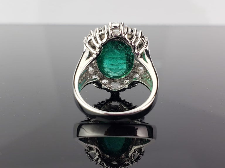 9.98 Carat Emerald Cabochon and Diamond Cocktail Engagement Ring In New Condition For Sale In Bangkok, Thailand