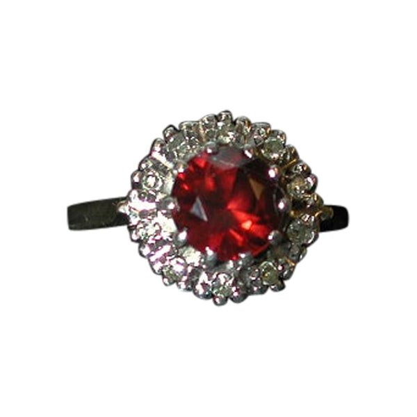 9ct Gold Garnet & Diamond Cluster Ring Dated 1978, London Assay