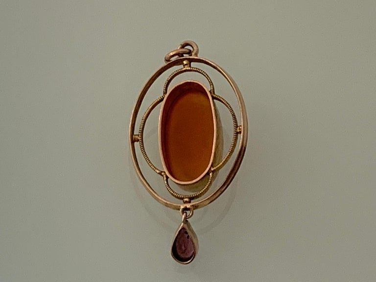 9ct Gold Italian Antique Cameo Pendant In Good Condition For Sale In London, GB