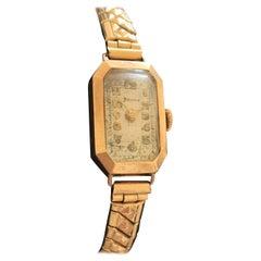 9 Karat Gold 1930s Vintage Helvetia Ladies Wristwatch