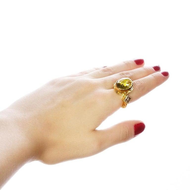 9 Karat Yellow Gold Gothic Arch Lemon Quartz and Diamond Ring For Sale 3