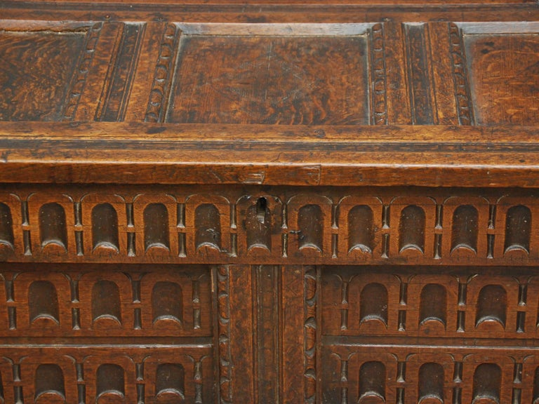 17th Century English Oak Chest In Good Condition For Sale In Doylestown, PA