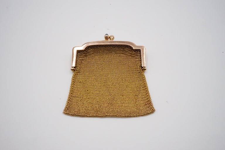 1900s Cartier Sapphire and 14 Carat Gold Mesh Bag In Good Condition For Sale In London, GB