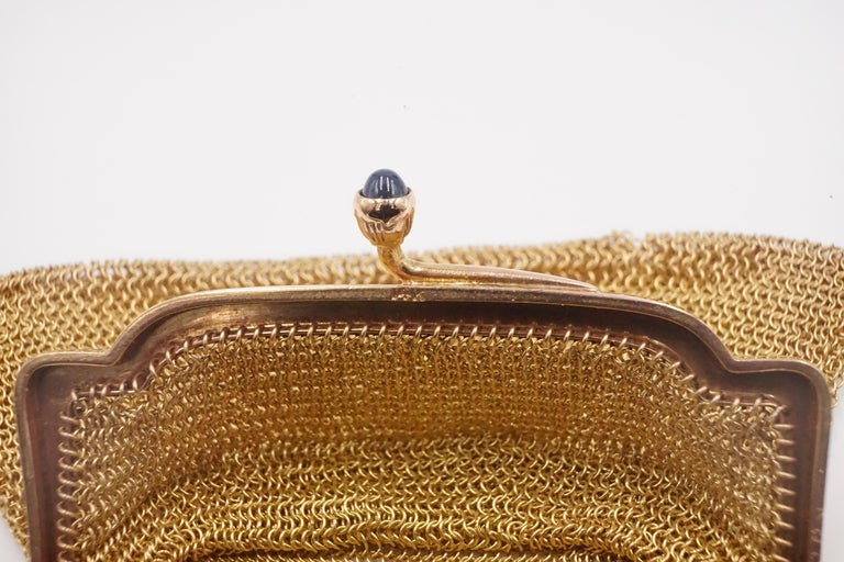 Women's or Men's 1900s Cartier Sapphire and 14 Carat Gold Mesh Bag For Sale