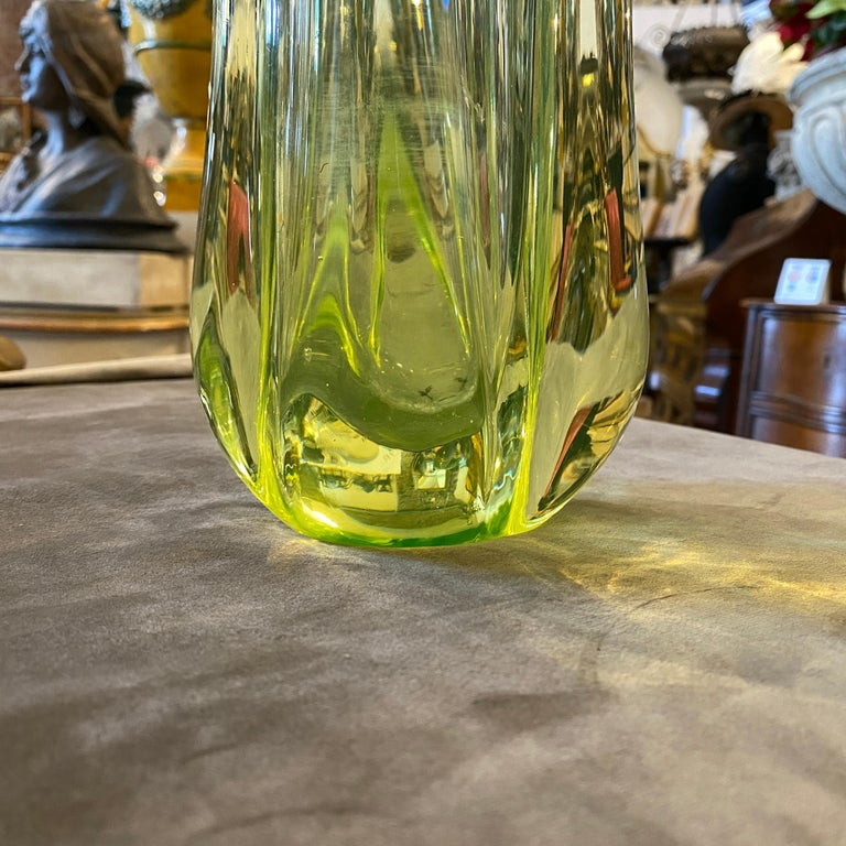An heavy green Murano glass vase in perfect conditions attributed to Seguso.