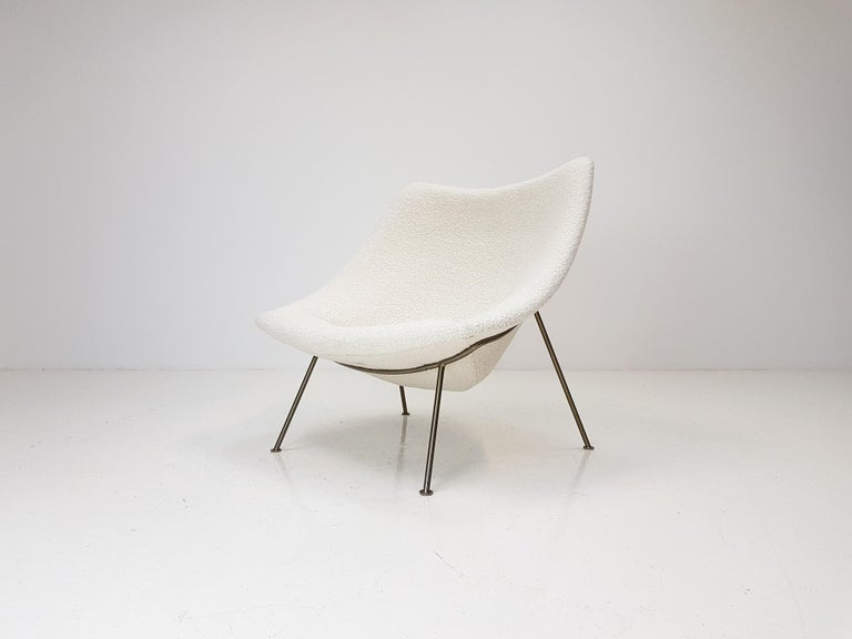 A large 1960s Pierre Paulin oyster chair reupholstered in Dedar Milano bouclé fabric. Produced by Artifort, Netherlands.  As the piece is fully reupholstered it is in fine condition and the bouclé fabric elevates this already fine and elegant