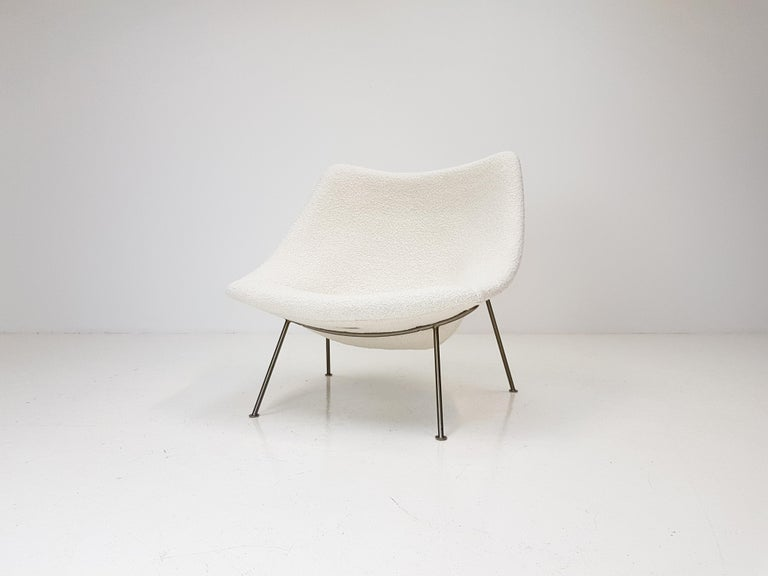 Mid-Century Modern 1960s Pierre Paulin Oyster Chair for Artifort in Bouclé Fabric For Sale