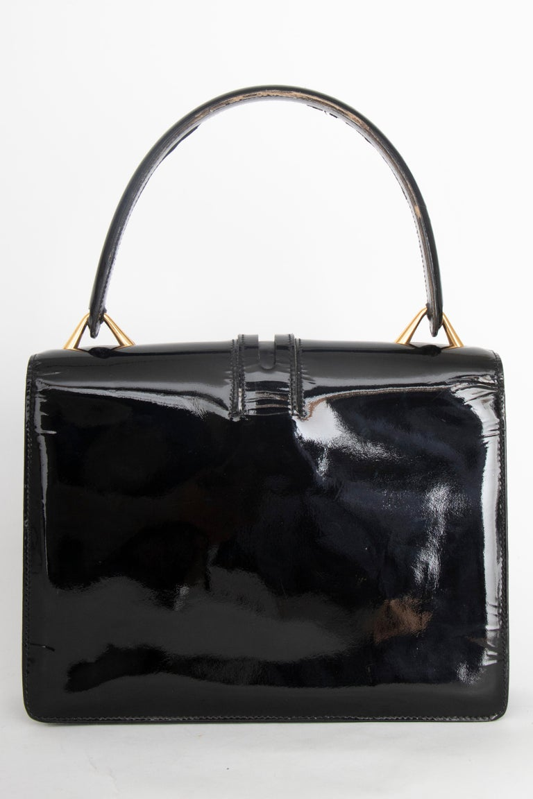A 1960s Vintage Gucci Black Patent Leather Handbag with Gold Hardware For Sale 2