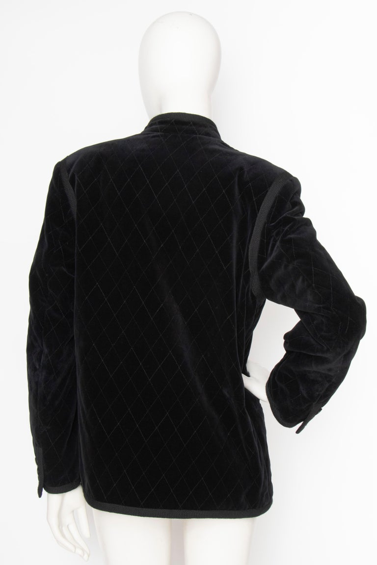 A 1970s Vintage Quilted Yves Saint Laurent Rive Gauche Velvet Jacket  In Good Condition For Sale In Copenhagen, DK