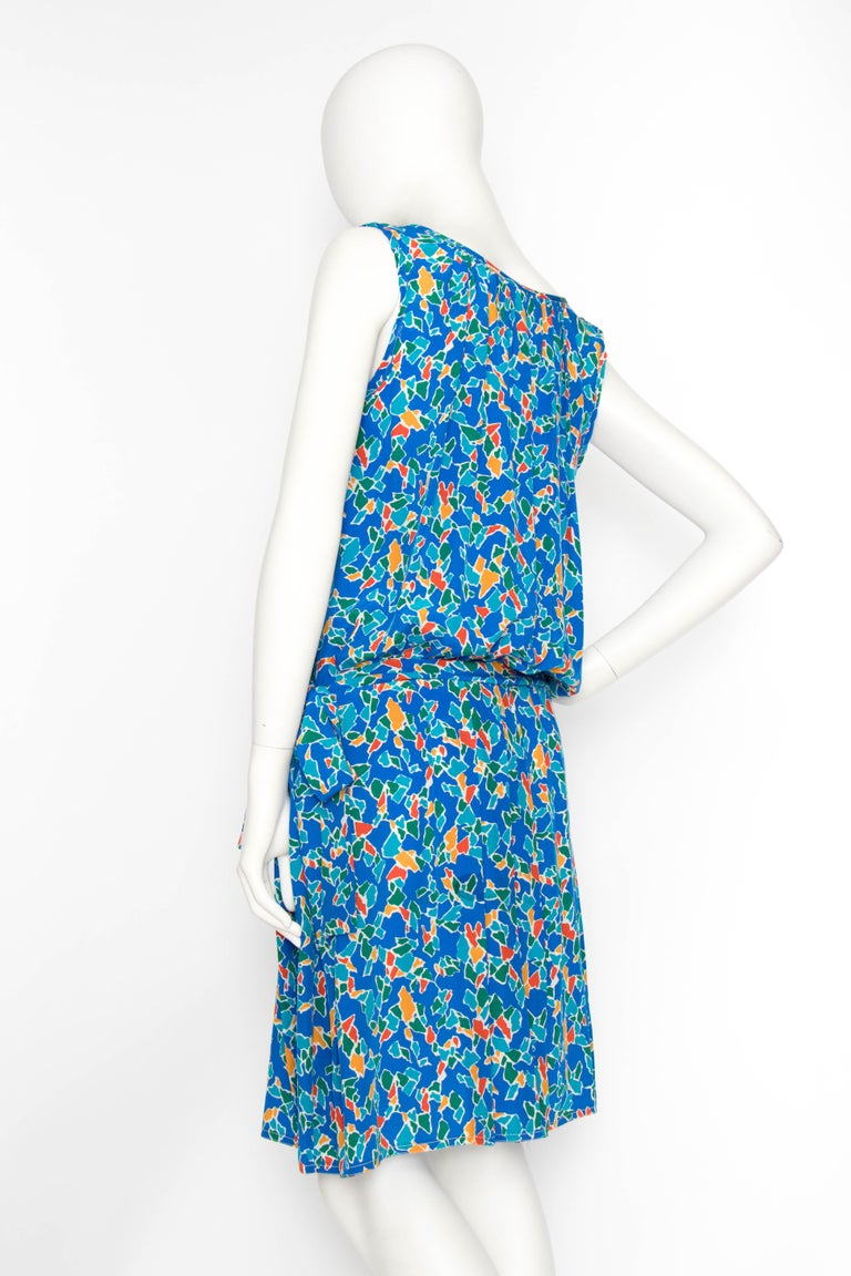 A 1980s Yves Saint Laurent Rive Gauche Graphic Sleeveless Silk Drop-waist Dress  In Good Condition For Sale In Copenhagen, DK
