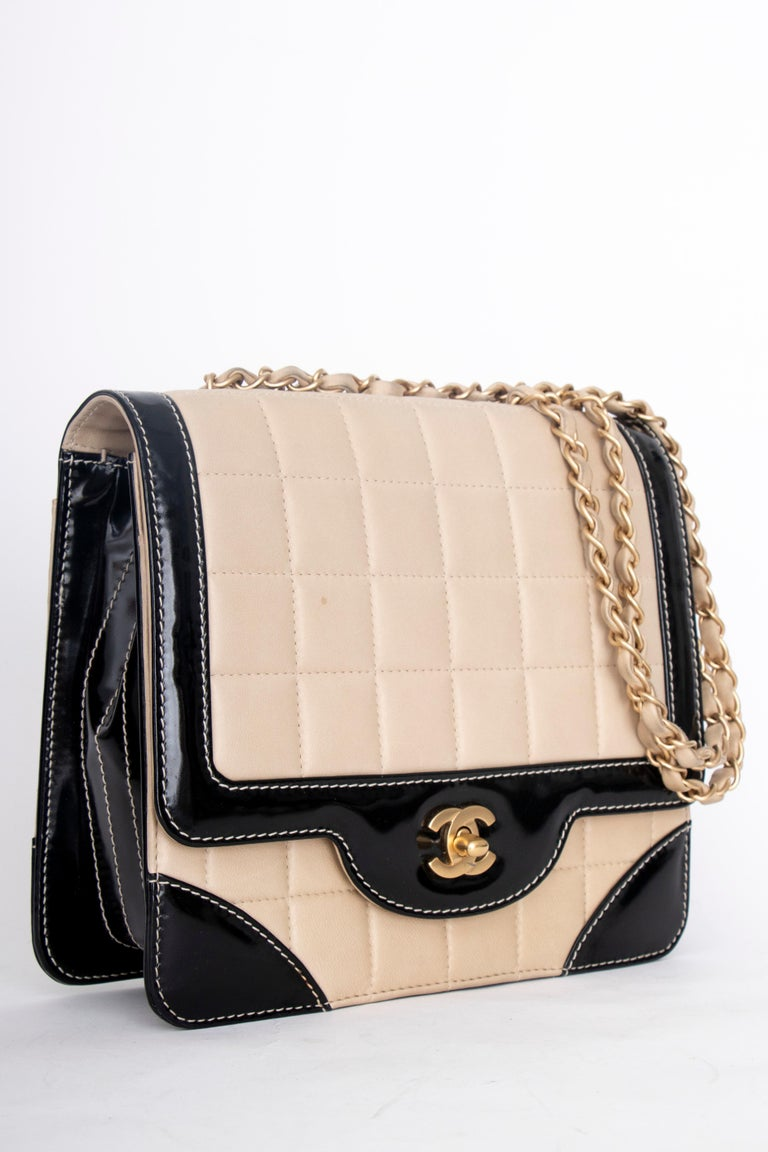 A 1990s Chanel Beige Quilted leather and Black Patent Leather Shoulder Bag   The bag has the following measurements: Length: 22.5 cm Hight: 19 cm Depth: 7 cm