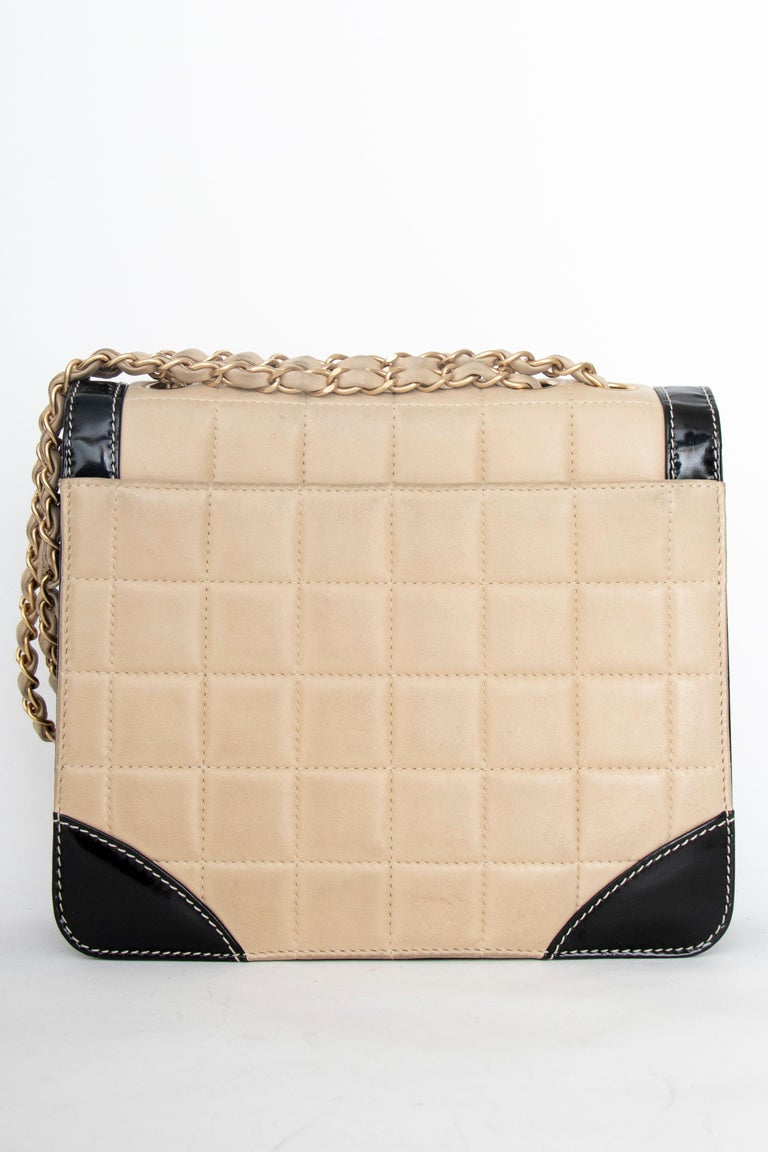 A 1990s Chanel Beige Quilted leather and Black Patent Leather Shoulder Bag  For Sale 1