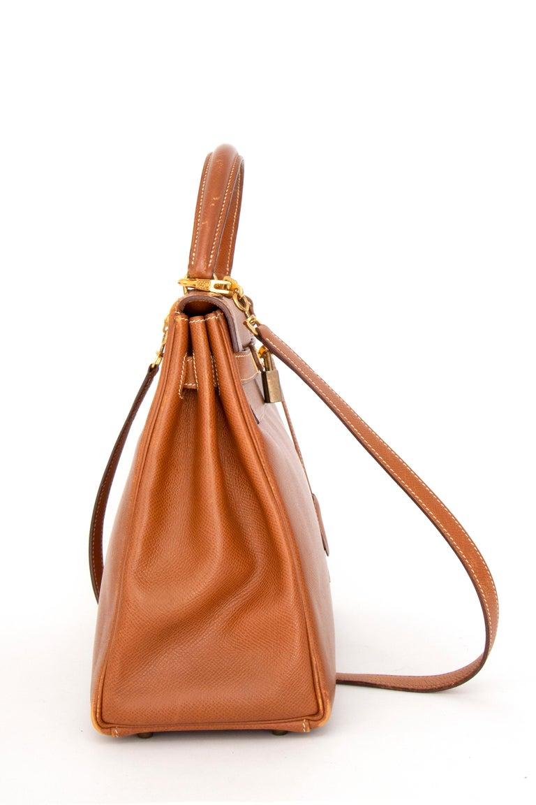 A 1990s Vintage Hermès Kelly 32 Epsom Handbag with Gold Hardware  In Good Condition For Sale In Copenhagen, DK