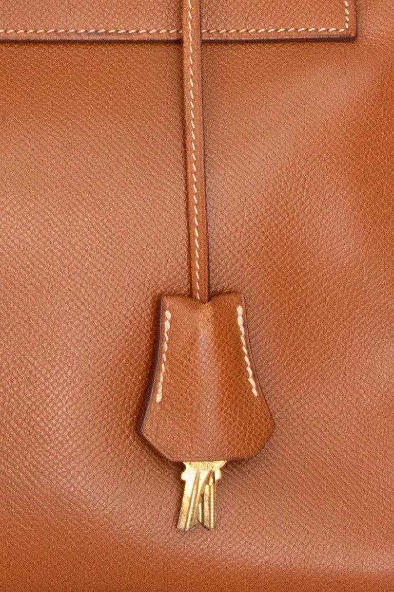 A 1990s Vintage Hermès Kelly 32 Epsom Handbag with Gold Hardware  For Sale 1