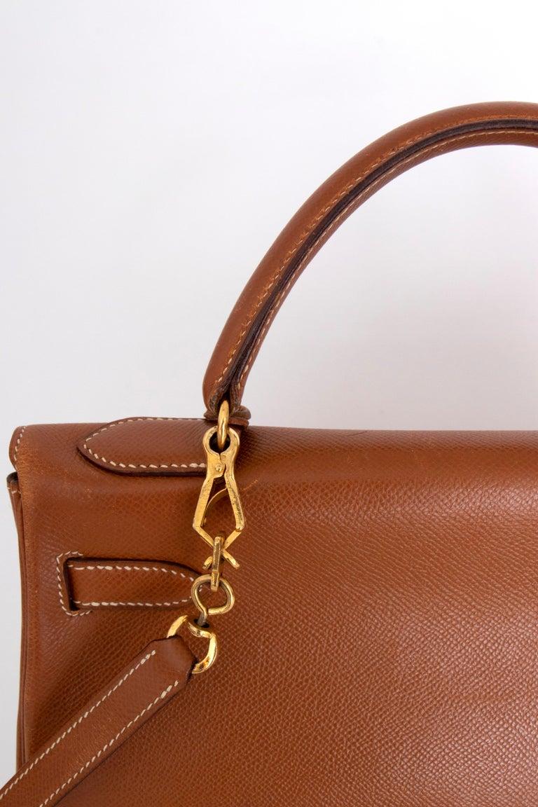 A 1990s Vintage Hermès Kelly 32 Epsom Handbag with Gold Hardware  For Sale 2