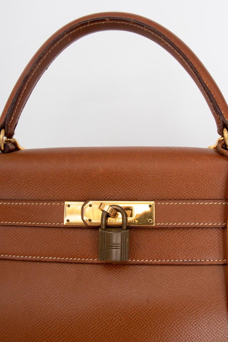 A 1990s Vintage Hermès Kelly 32 Epsom Handbag with Gold Hardware  For Sale 3