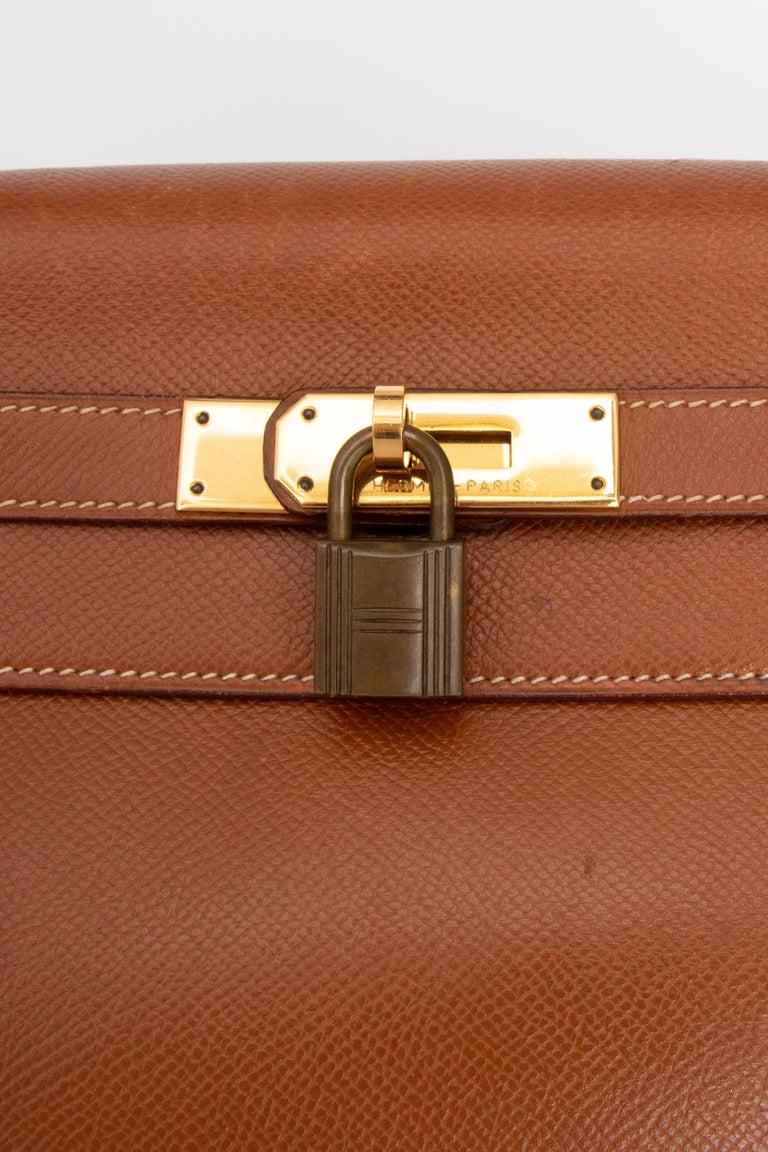 A 1990s Vintage Hermès Kelly 32 Epsom Handbag with Gold Hardware  For Sale 4