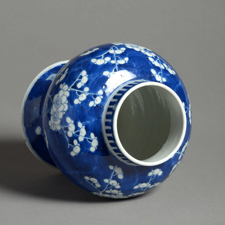 19th Century Blue and White Porcelain Vase In Good Condition For Sale In London, GB