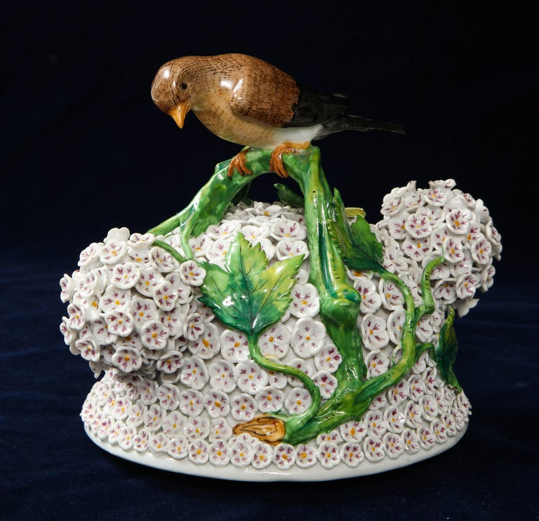 19th Century Meissen Porcelain Schneeballen Snowball Vase with Meissen Birds For Sale 8