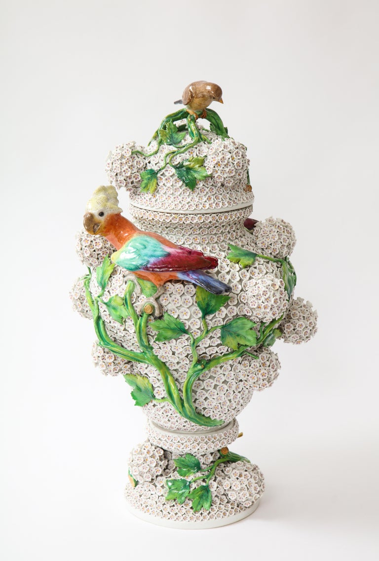 19th Century Meissen Porcelain Schneeballen Snowball Vase with Meissen Birds In Good Condition For Sale In New York, NY