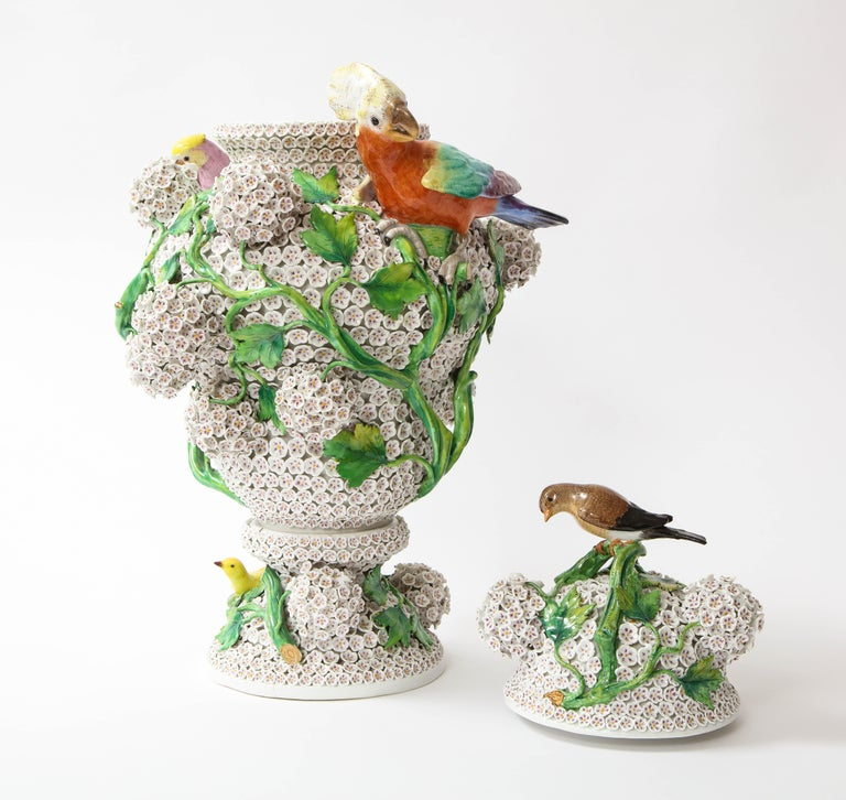 19th Century Meissen Porcelain Schneeballen Snowball Vase with Meissen Birds For Sale 1