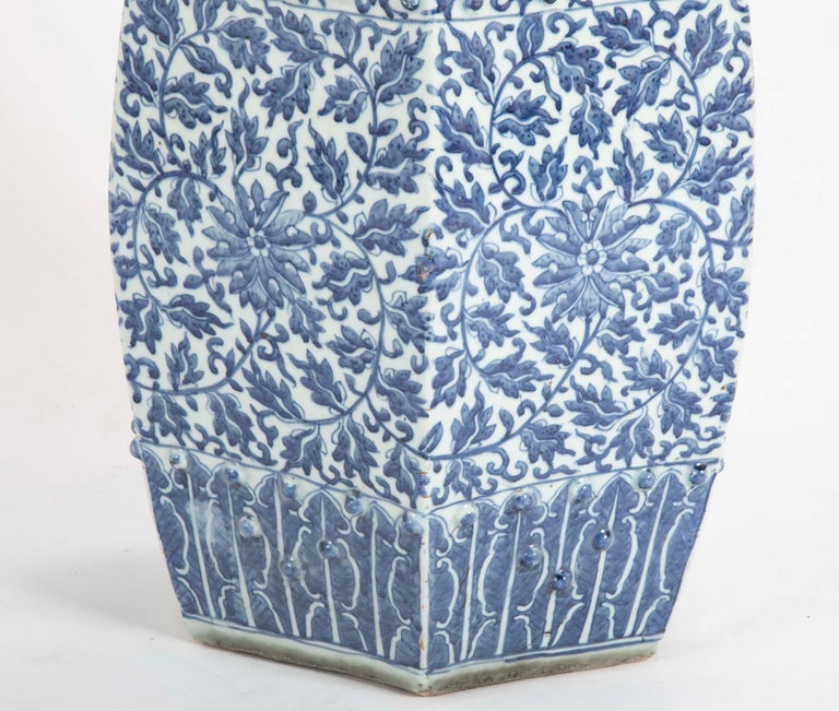 19th Century Sextagonal Blue and White Chinese Porcelain Garden Seat 4