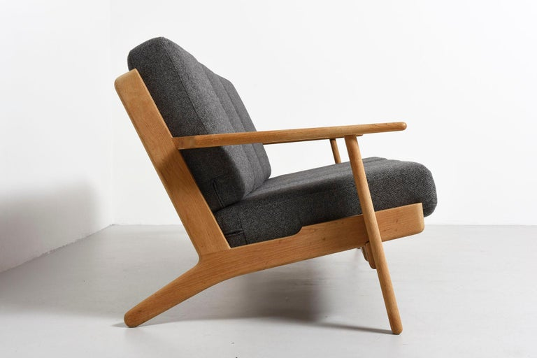 Danish 3-Seat Sofa Model GE-290, Hans J. Wegner For Sale