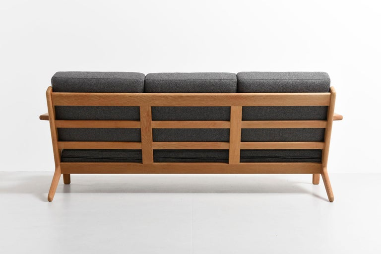 Mid-20th Century 3-Seat Sofa Model GE-290, Hans J. Wegner For Sale