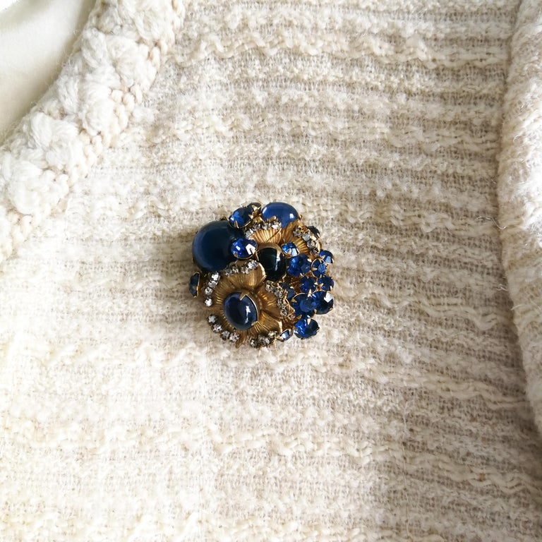 A beautiful sapphire paste and gilt metal 'cluster' brooch, De Mario, 1950s 2