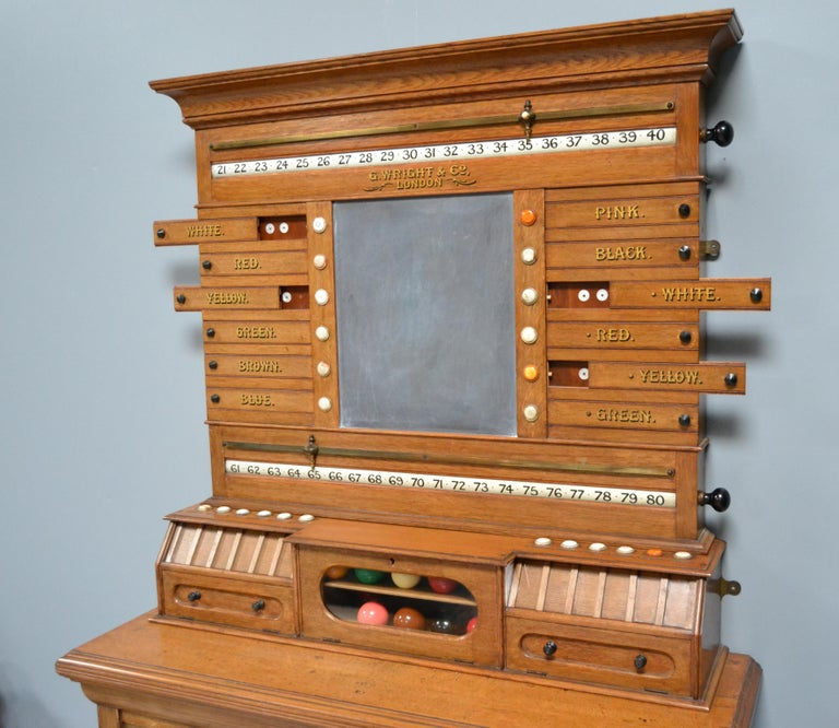 Billiard snooker  pool scoring cabinet of english oak victorian 1880 In Good Condition For Sale In Chilcompton, Radstock