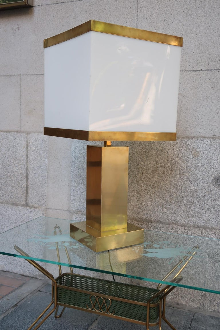 Mid-Century Modern Brass and Resin Shade Midcentury Italian Table Lamp, 1970 For Sale