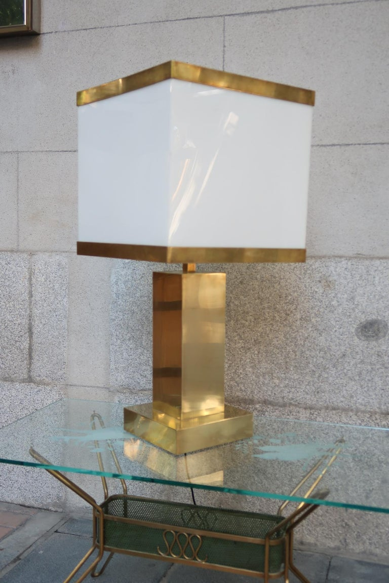 Brass and Resin Shade Midcentury Italian Table Lamp, 1970 In Good Condition For Sale In Madrid, ES