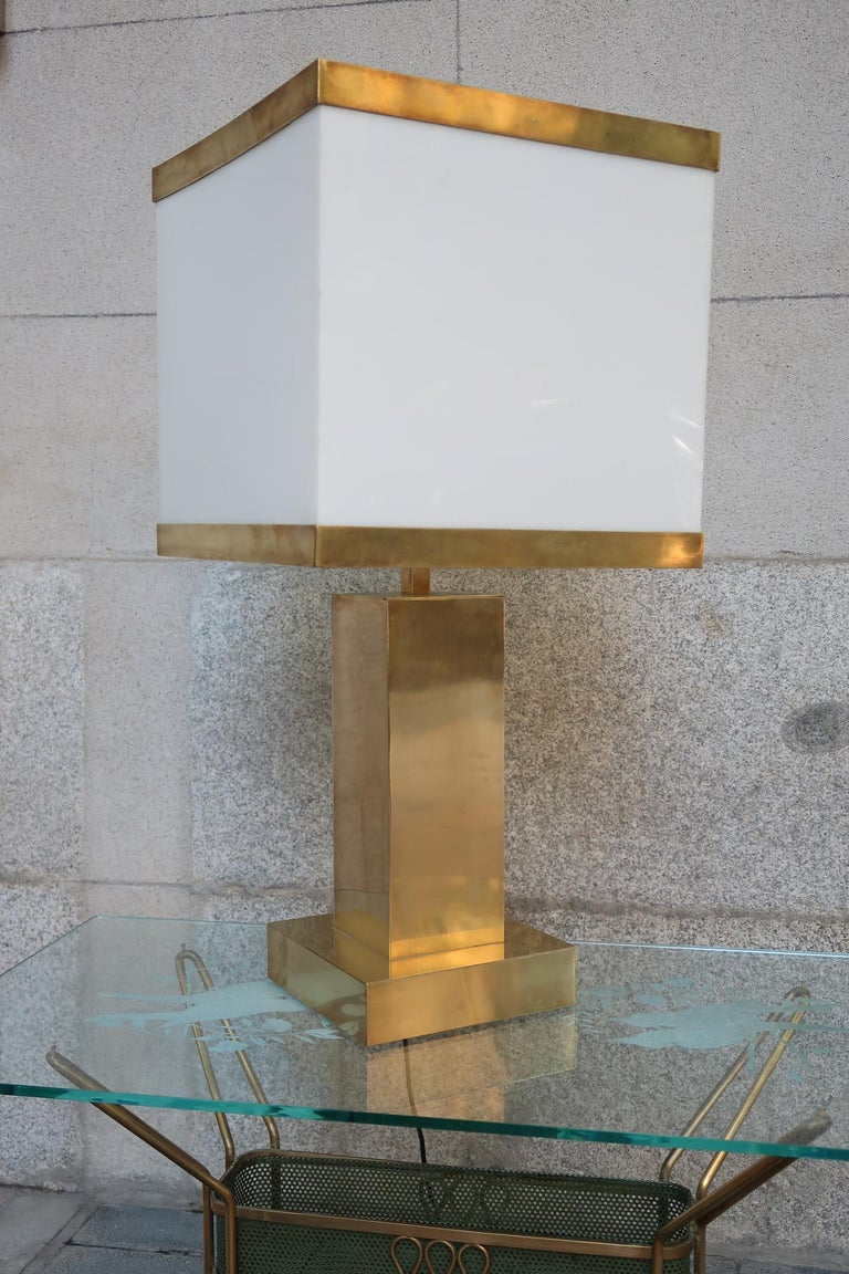 Late 20th Century Brass and Resin Shade Midcentury Italian Table Lamp, 1970 For Sale