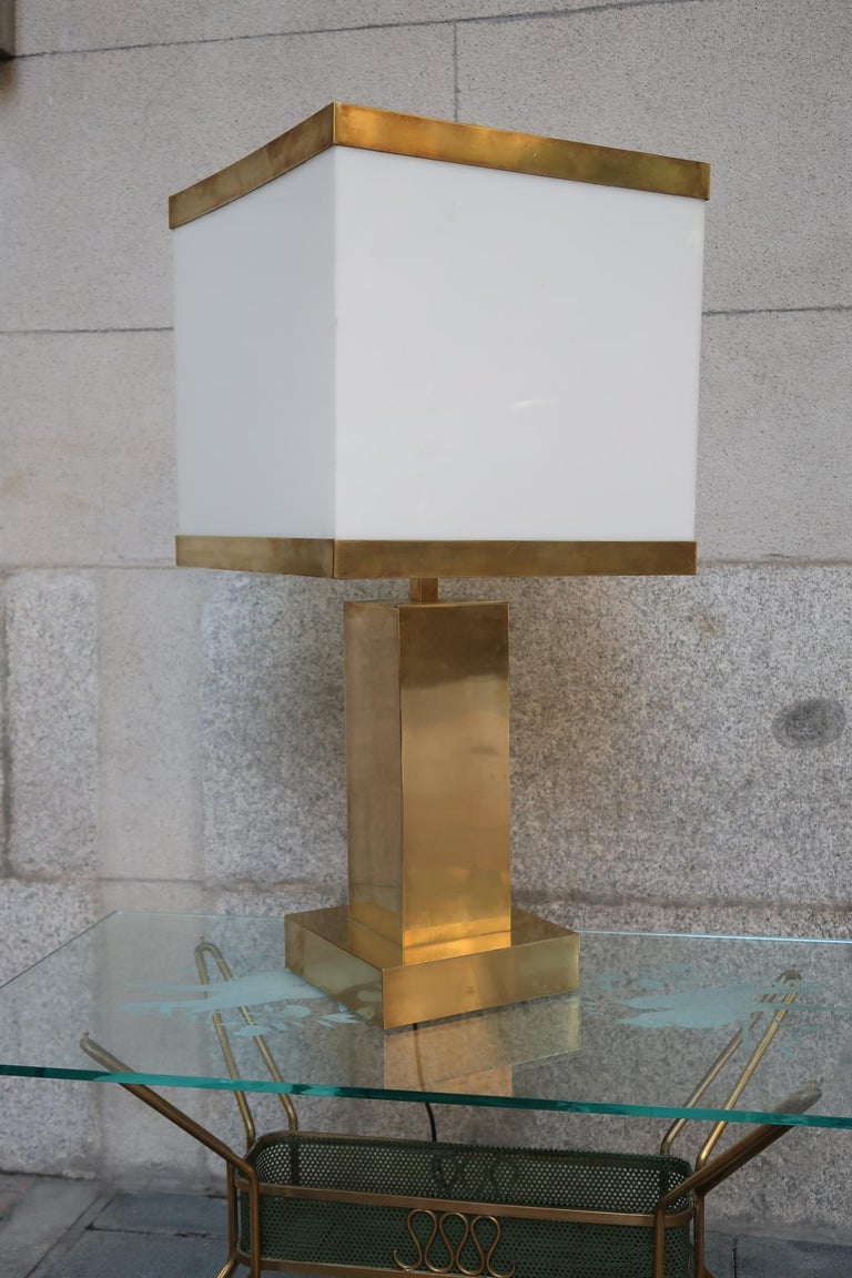 Brass and Resin Shade Midcentury Italian Table Lamp, 1970 For Sale 1