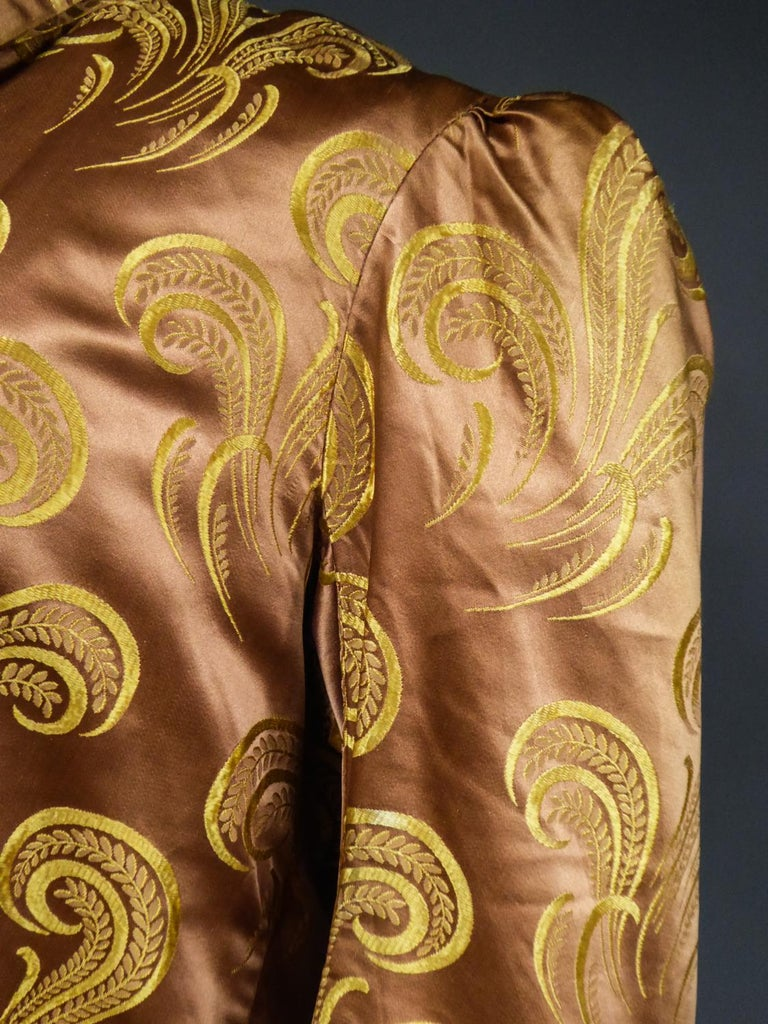 A Brocaded Satin Silk Evening Jacket Circa 1930/1950 For Sale 6