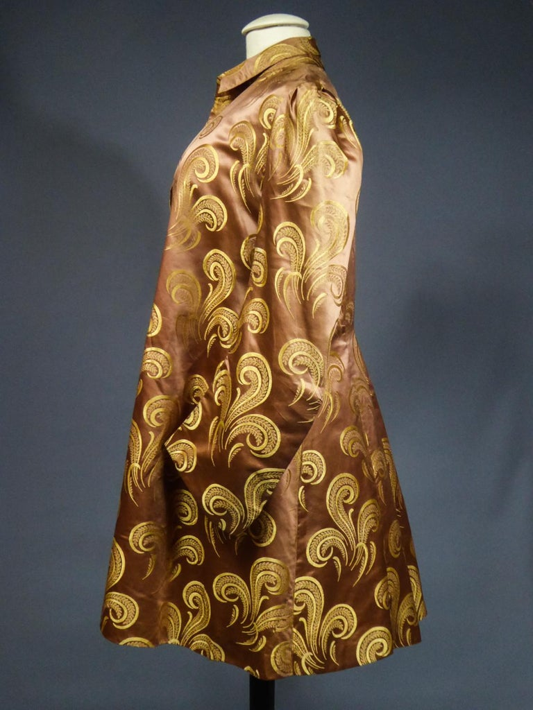 A Brocaded Satin Silk Evening Jacket Circa 1930/1950 For Sale 7