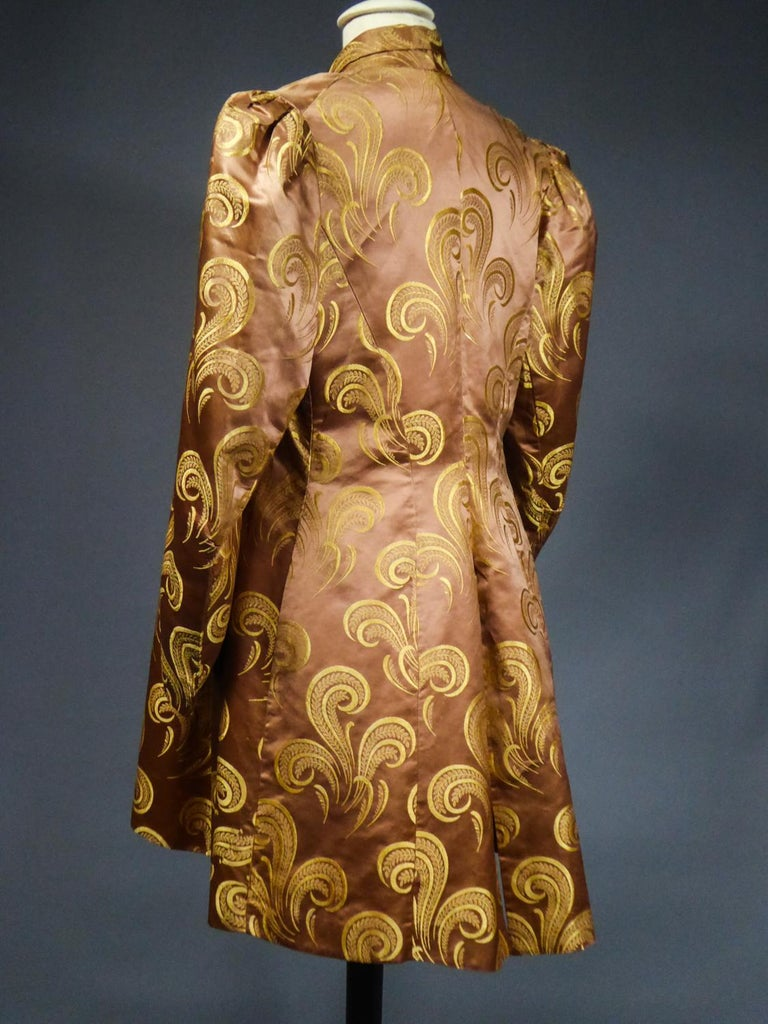 A Brocaded Satin Silk Evening Jacket Circa 1930/1950 For Sale 8