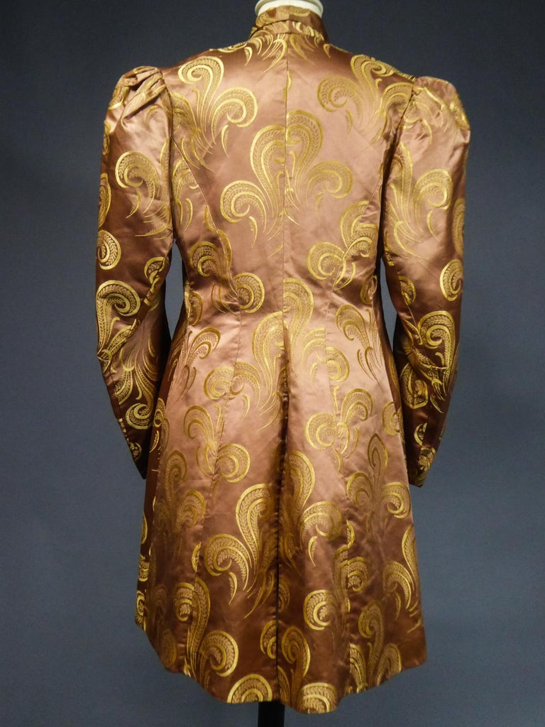A Brocaded Satin Silk Evening Jacket Circa 1930/1950 For Sale 9